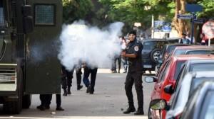 polisi mesir bubarkan massa