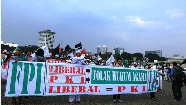 http://liputanislam.com/wp-content/uploads/2016/06/liberal-komunis1.jpg