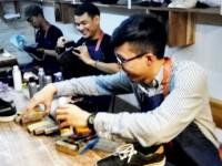 Pebisnis ini Rekrut Anak Jalanan Bisnis Cuci Sepatu