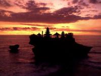 Tanah Lot, Situs Wisata Cantik di Bali