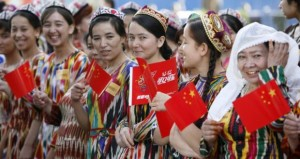 wanita suku Uighur (foto: irishtimes.com)
