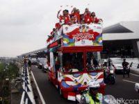 Begini Arak-arakan Owi/Butet dari Senayan ke Istana