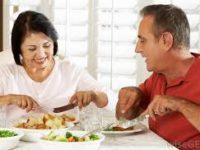 Makan Malam di Atas Jam 7 Malam Dapat Tingkatkan Risiko Sakit Jantung