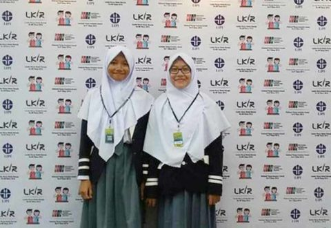 """Dua Siswi Asal Bengkulu Ini Temukan Obat Kanker Dari Buah """"Kebiul"""""""
