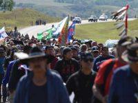 Militer AS Paksa Pendemo Pipa Minyak Dakota Tinggalkan Kamp