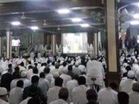 """Peserta Aksi """"1212"""" Padati Masjid Sunda Kelapa"""