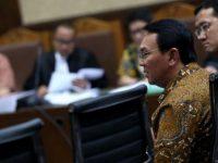 Hakim Tolak Kesaksian Kakak Angkat Ahok