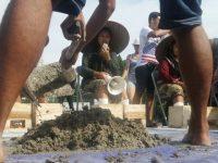 Petani Kendeng Lakukan Aksi Protes Semen Kaki di Depan Istana Negara