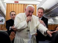 Paus Fransiskus Minta Penengah untuk Akhiri Ketegangan AS-Korut