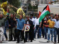 Warga Palestina Berdemo Dukung Aksi Mogok Makan, Diserang Tentara