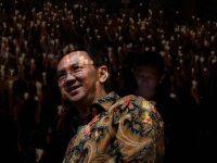 Ahok sedang memberikan sambutan kepada peserta pegelaran kesenian betawi di Gedung Kesenian Jakarta, Jalan Gedung Kesenian 1 Pasar Baru Sawah Besar, Jakarta Pusat, Minggu (31/7).