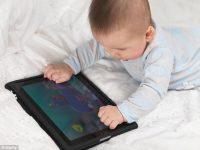 Bayi Sering Main Gadget, Bisa-Bisa Terlambat Bicara!