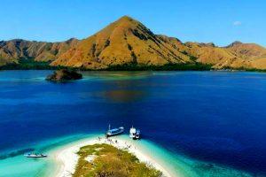 Mengunjungi Karibia-nya Indonesia, Pulau Padar
