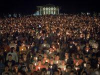 Ratusan Warga AS Gelar Aksi Lilin untuk Korban Charlottesville