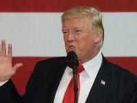 'Trump Takkan Beri Bantuan Pribadi untuk Korban Badai Harvey'