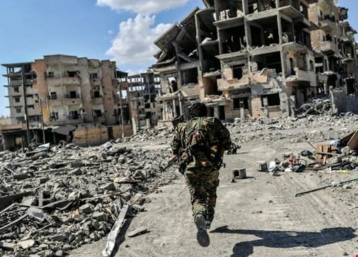 SDF Kuasai Penuh Kota Raqqa, Utusan AS Dan Mendagri Saudi Datang