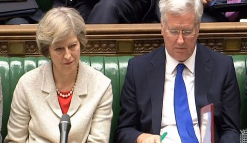 Theresa May Sambut Baik Pengunduran Diri Menhan Inggris