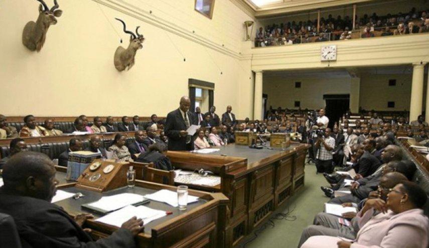 Tawa dan Tangis Iringi Pengunduran Diri Mugabe