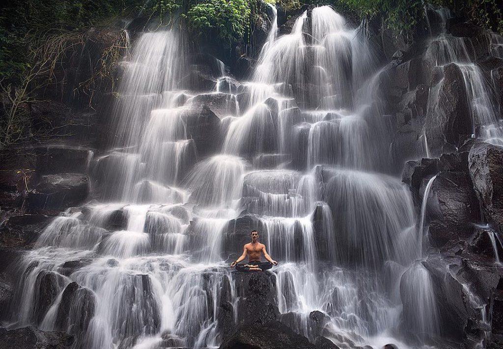 Mari Seru-Seruan di Air Terjun Sehalus Benang di Bali!