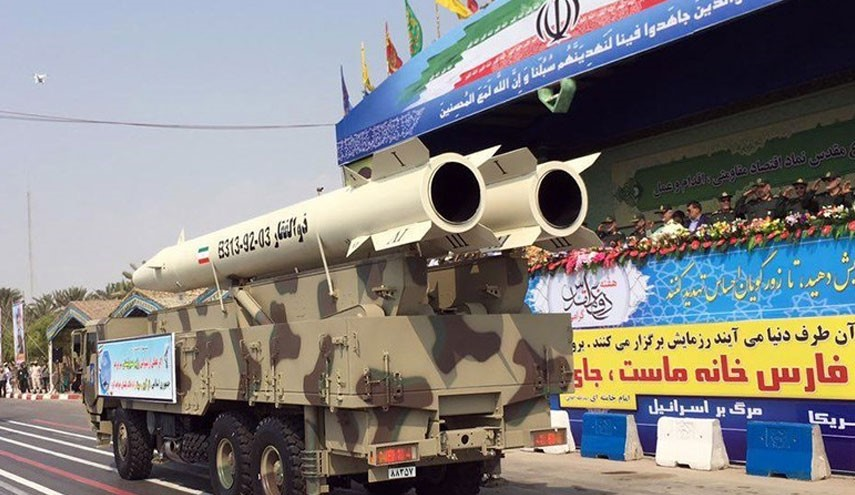 """Kemhan Iran Pamerkan Rudal Balistik """"Anti Radar"""""""