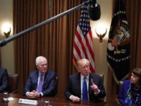 Trump Tuding Pejabat Republik Takut dengan NRA