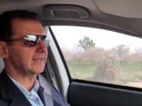 Presiden Suriah, Bashar al-Assad, saat mengendarai mobil Hondanya dari Damaskus menuju Ghouta Timur pada Minggu (18/3)