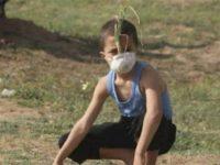 Hadapi Gas Air Mata Israel, Bocah Palestina Gunakan Alat Primitif