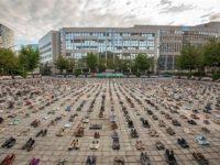 Protes Israel: Aktivis Gelar Aksi Pajang Sepatu di Depan Dewan UE di Brussel