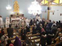 Penganut keyakinan Kristen di Iran tengah menghadiri acara natal di gereja Saint Mary Chaldean-Assyirian pada Desember 2014.