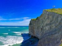 Mengagumi Kegagahan Tebing Pantai di Watu Parunu