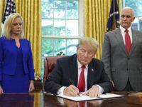 Trump Cabut Kebijakan Pemisahan Keluarga Imigran
