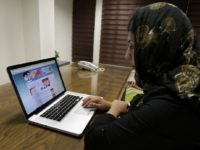 Jurnalis: Google, Facebook, dan Twitter Sensor Akun Warga Iran