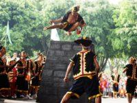 Suku Nias, Pulau Nias