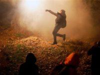Petugas Perbatasan AS Tembakkan Gas Air Mata ke Imigran