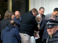 Ekuador 'Jual' Julian Assange untuk Dapatkan Utang IMF?