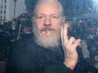 [VIDEO] Pendukung Assange Berdemo di Depan Lapas Belmarsh