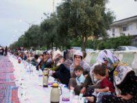 Foto: Kaum Muslim Sunni Iran Gelar Bukber Akbar