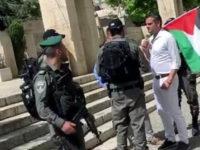 Israel Tangkap Politisi Ini karena Kibarkan Bendera Palestina