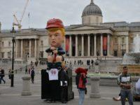 """""""Robot Trump yang Ber-Tweet di Toilet"""" Tampil Perdana di Unjuk Rasa London"""