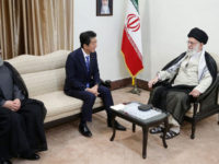 Ayatullah Khamenei: Trump Tak Layak untuk Berkorespondensi dengan Iran