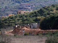 Foto yang diambil dari Desa Ramyeh, Lebanon, memperlihatkan pos militer Israel di sepanjang perbatasan. (Photo by AFP)
