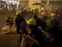 Hong Kong Kembali Ricuh, Polisi Serang Demonstran dengan Gas Air Mata