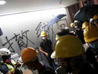 Demonstran Hong Kong Serbu Gedung Parlemen dan Lakukan Vandalisme