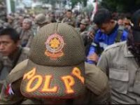 Belasan Orang Tak Dikenal Serang Kantor Polisi di Padang