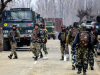 Potret 28.000 tentara disiagakan di Kashmir.