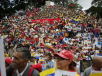 Ratusan Warga Venezuela Protes Sanksi AS