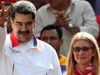 Presiden Venezuela Nicolas Maduro menyapa pendukungnya di Caracas, Venezuela, 20 Mei 2019. (Photo by Reuters)