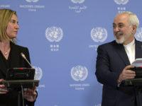 Menlu Iran, M. Javad Zarif, bersama dengan Kepala Kebijakan Luar Negeri Uni Eropa, Federica Mogherini. Sumber: AFP